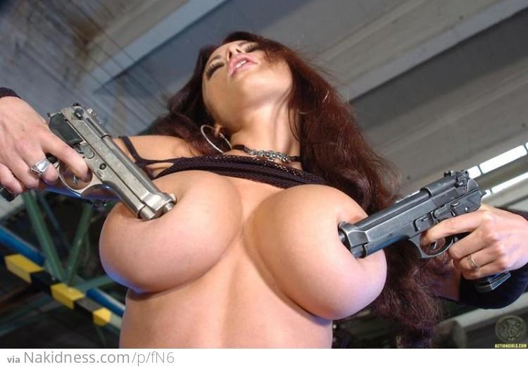 Фото расстрела голых женщин в сиськи