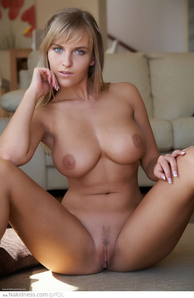 Crazy Hot Topless Girl